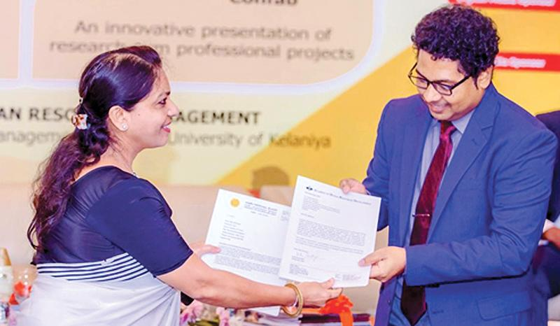 Head of the Department of HRM, Faculty of Commerce and Management Studies, University of Kelaniya, Dr. Udaya Mohan Devdas exchanges the MoU to set up AHRD – Sri Lanka chapter, with Director of Academy of HRD-India, Dr. Rajeswari Narendren.