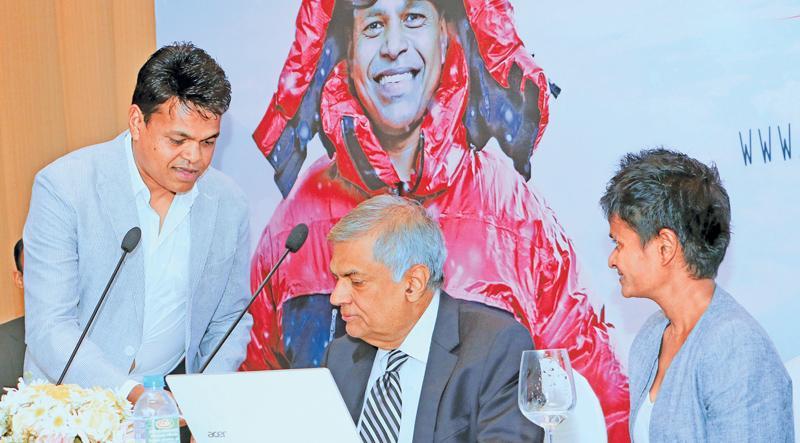 Johann Peries with Prime Minister Ranil Wickremesinghe and Jayanthi Kuru-Utumpala at the campaign launch (Pic Saman Sri Wedage).