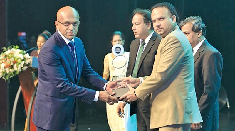 Managing Director, Empire Teas, Lushantha de Silva receives an award from Minister of Plantation Industries, Navin Dissanayake