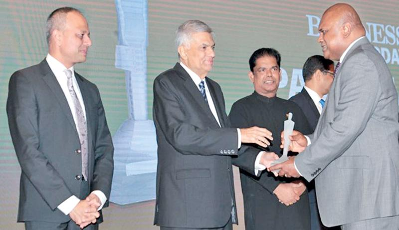 CEO Ajit Gunawardena receives the award from Prime Minister Ranil Wickremesinghe