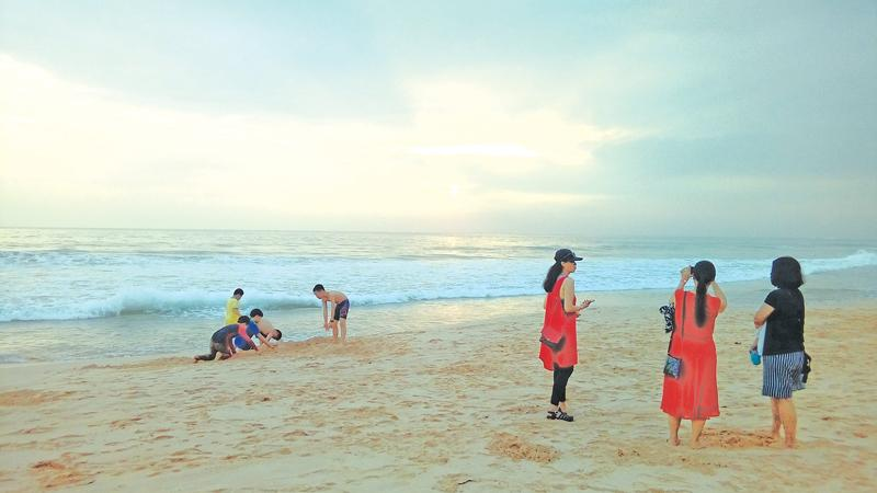 Chinese tourists enjoy the sunset in the Koggala beach. Sri Lanka's inbound tourism segment has also been growing steadily every year since 2009, reaching an all-time high record of 2.1 million at the end of 2017. This is the first time that tourist arrivals crossed the two million mark. (Pic: Chandani Jayatilleke)