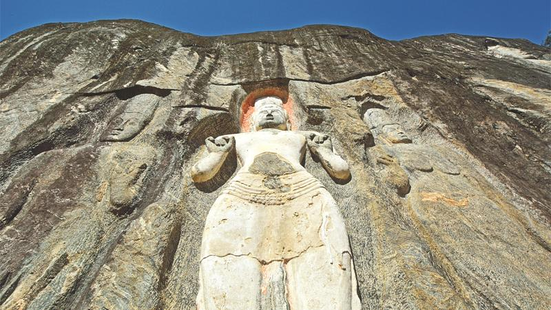 The figures at Buduruwagala in relief on the face of large rocks