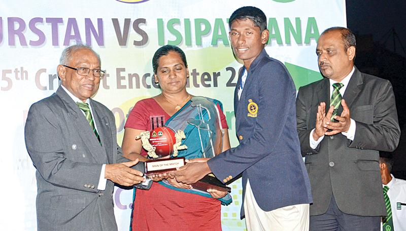 Man of  the Match Jayavihan Mahavithana receives the Award from chief guest Ivan Perera