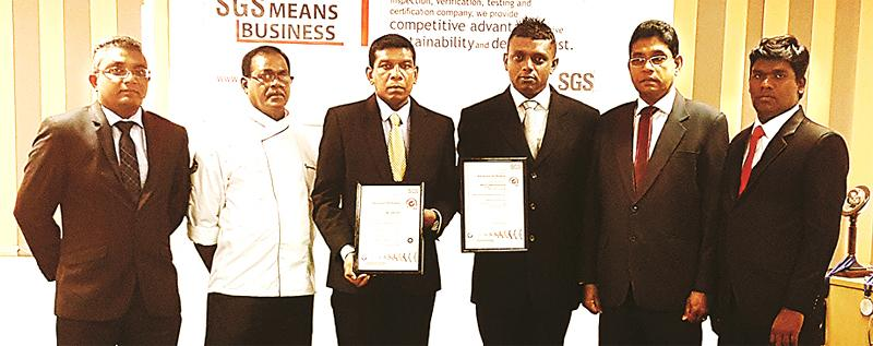Kanchana Thilakaratne – Director of Kandyan Arts Residency upon receiving the certification flanked by (from his immediate right) Chaminda Yapa Bandara – Manager, A.S Dissanayake – Executive Chef along with other staff and officials