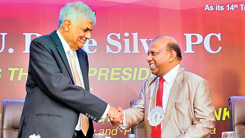 Premier Ranil Wickremesinghe congratulates U.R. De Silva PC, on his induction as BASL President for 2017/2018 (Pic: Chinthaka Kumarasinghe)