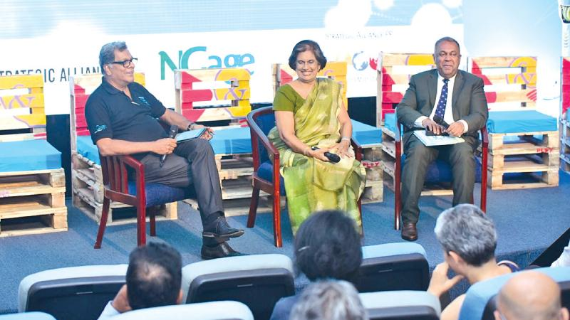 Guests of honour, former President Chandrika Bandaranaike Kumaratunga and Finance and Media Minister  Mangala Samarweera.