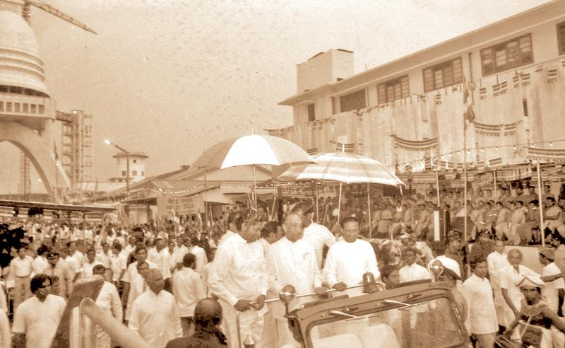 President J.R. Jayewardene, Prime Minister Ranasinghe Premadasa and Ministers Lalith Athulathmudali and Gamini Dissanayake at the completion of the Varaaya Sambuddha Jayanthi Chaitya adjacent to the Colombo Port in 1985