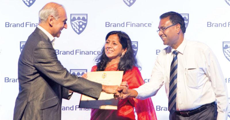 Nestlé Managing Director Shivani Hegde and Nestlé Vice President, Corporate Affairs and Communications, Bandula Egodage, receive the Brand Finance Award from Brand Finance Managing Director,  Ruchi Gunewardene.
