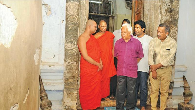 Minister Amunugama talks to the Bhikkus during his visit to Gadaladeniya