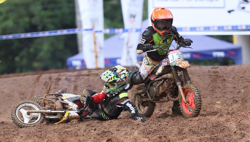Junior riders who had to undergo many hardships encounter a mishap