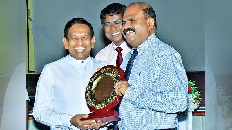 Minister of Health, Nutrition and Indigenous Medicine Dr. Rajitha Senaratne handing over the recognition plaque of 'Super Platinum Sponsor' for BEAP to SLT Group Chairman, Mr. P.G. Kumarasinghe Sirisena while Director of the Teaching Hospital - Batticaloa, Dr. M. S. Ibralebbe looks on.