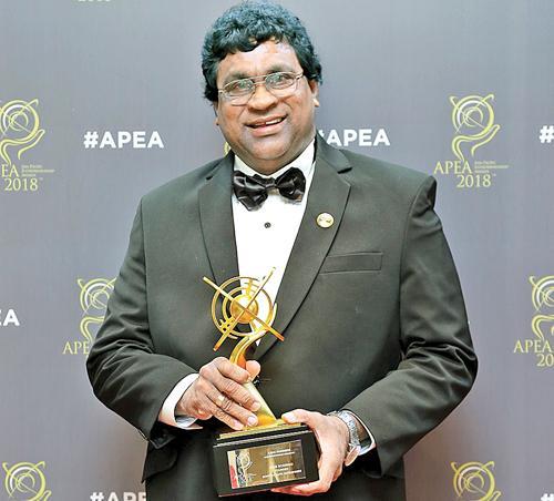 Founder of Bopitiya Auto Enterprises, Jude Rodrigo with the award.