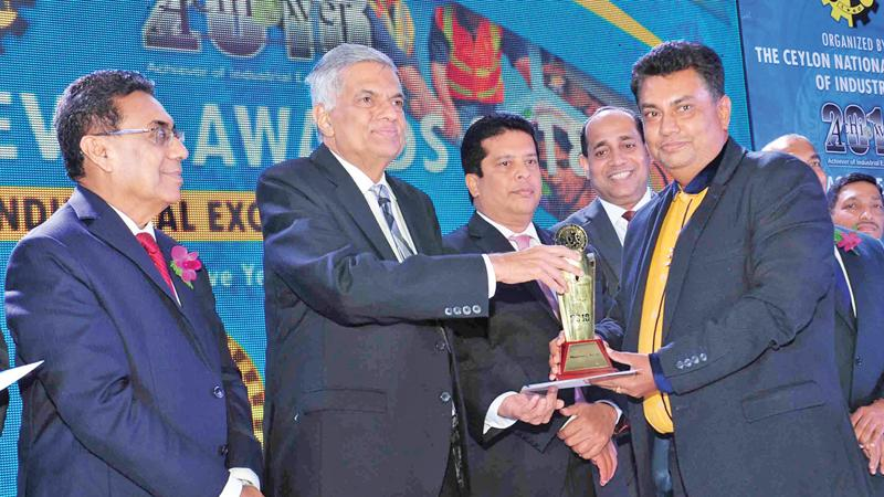 Managing Director, Wijaya Products, Aruna Kothalawala receives the award from Prime Minister Ranil Wickremesinghe