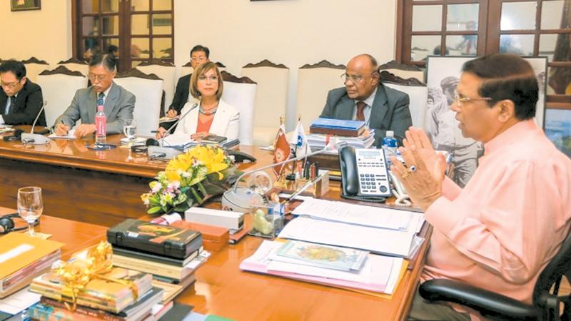 President in discussion with donor agency representatives