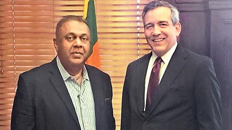 Executive Vice President of the Overseas Private Investment Corporation, David Bohigian meets Minister of Finance and Mass Media, Mangala Samaraweera.