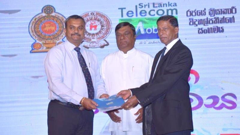 Launch of the 'Wayamba School Internet Project' (from left): Mobitel General Manager Enterprise Business Prabhath Gamage, Chief Minister of the North Western Province Dharmasiri Dasanayake and Secretary M.A.B. Vijitha Bandaranayake.