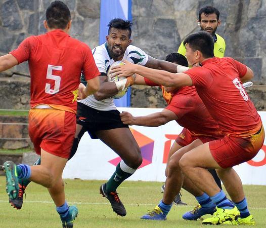 Sri Lanka player Gayan Weeraratne is action at last week's Sevens (pic by Saman Mendis)