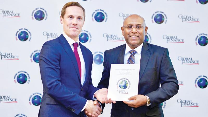 NDB Group CEO, Dimantha Seneviratne receives the award