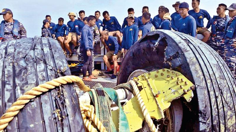Indonesian navy divers rest after recovering the wheels of the ill-fated Lion Air flight JT 610 from the sea on Friday. (Pic: Adek Berry/AFP/Getty Images)