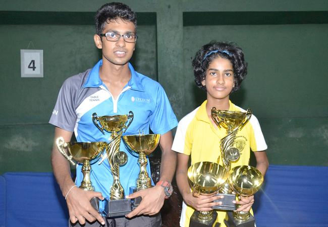 Bimandee Bandara and Dewmith Weerasena with their trophies