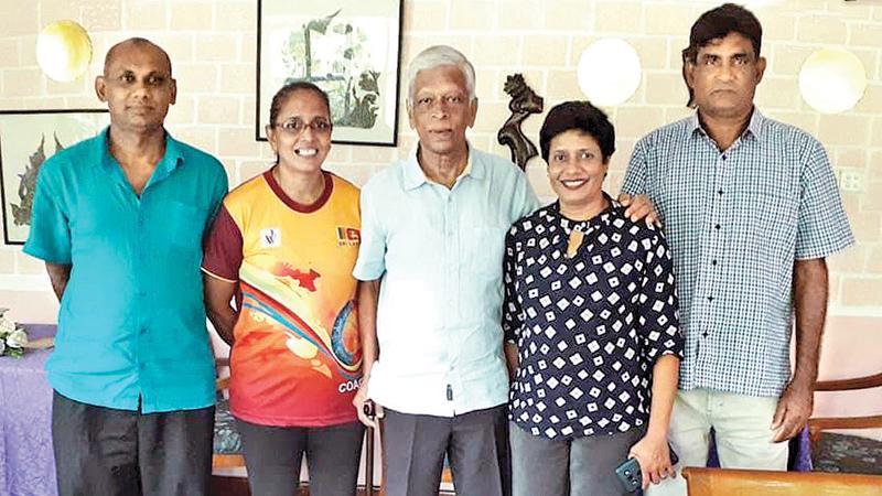 Yogananda Wijesundara with former athletes Thilaka Jinadasa, Jayamini Illeperuma, Manjula Rajakaruna and Ranjith Subasinghe at his daughter's residence