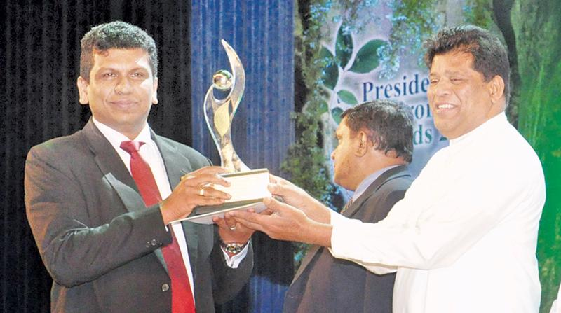 Director, Insee Ecocycle Lanka, Sanjeewa Chulakumara receives the Silver award for Solid Waste Recovery, Recycling, Disposal or Processing category.