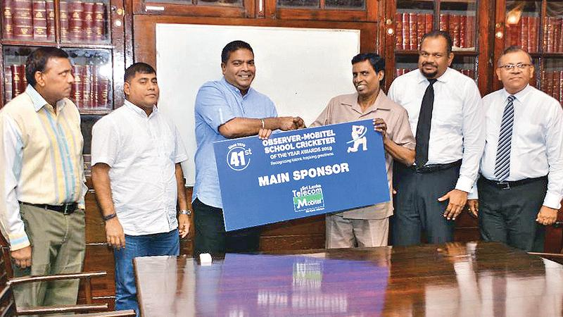 Picture shows Nalin Perera (left-CEO of Mobitel) handing over the sponsorship to the Acting Chairman-ANCL Wasanthapriya Ramanayaka while looking on are from left Dinesh Weerawansa Chief Editor-English Publication of ANCL, Jude Silva, Senior  Manager-Channel Communication -Mobitel, Director Legal Rasanga Harischandra ANCL and Abhaya Amaradasa GM ANCL