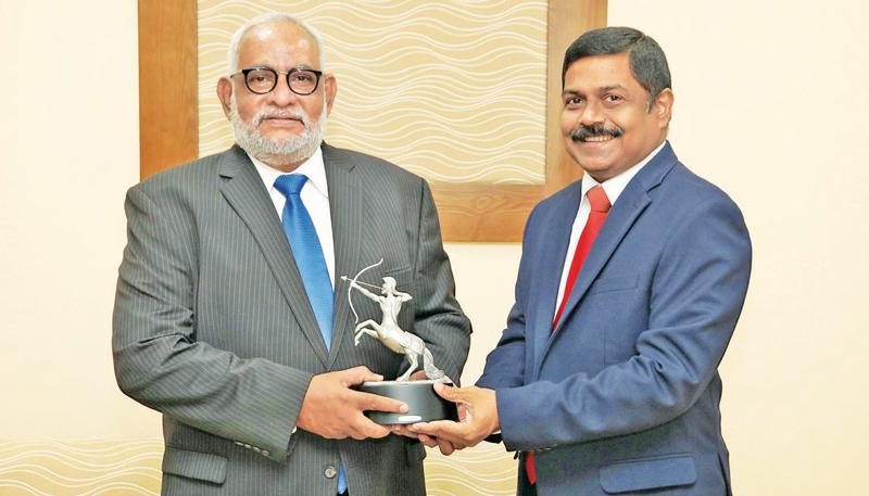 Managing Director of the  Bank. S. Renganathan presents the award to Jegan  Durairatnam (left).