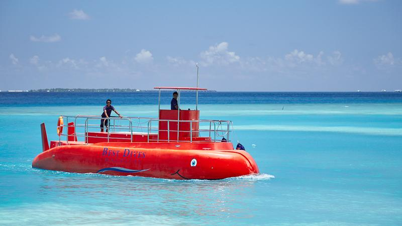 Best Dives' semi-submarine in the Emboodhoo lagoon