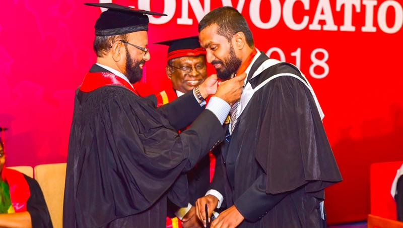 Mohammed Shafeek receives the Dr. Gamini Wickramasinghe Gold Medal