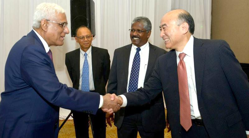 A SEACEN official greets Central Bank Governor Dr. Indrajit Coomaraswamy.