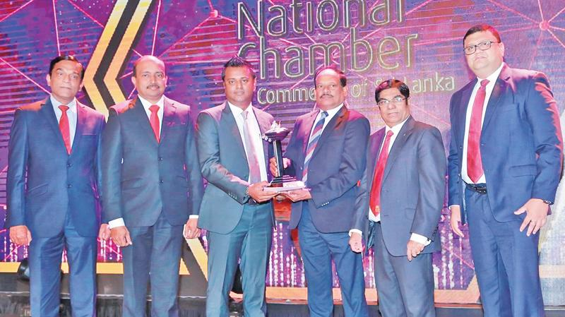 Browns Group Chief Operating Officer Danesh Abeyratne (third from left) receives the award, and Group Chief Financial Officer T. Sanakan, Chief Process Officer C.N. Rathakrishnan and Senior Vice President, Group Human Resources, Paduma Subasinghe look on.