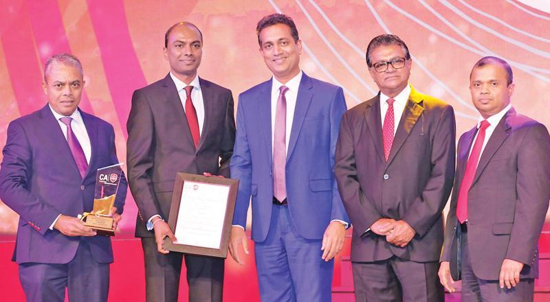 Managing Director of Softlogic Life, Iftikar Ahamed and Head of Finance of Softlogic Life, Nuwan Pushpakumara receive the 'Insurance Companies Gold Award' at the CA Annual Report Awards, 2018.