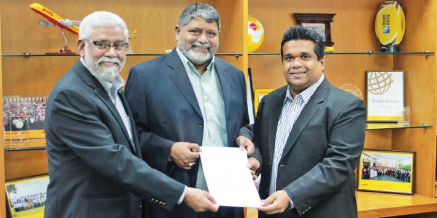 Left:, Country Manager, DHL Global Forwarding Sri Lanka, Najeeb-ur Rahman Deputy National Director, SOS Children's Villages Sri Lanka Divakar Ratnadurai and Country Manager, DHL Express Sri Lanka Dimithri Pereraw