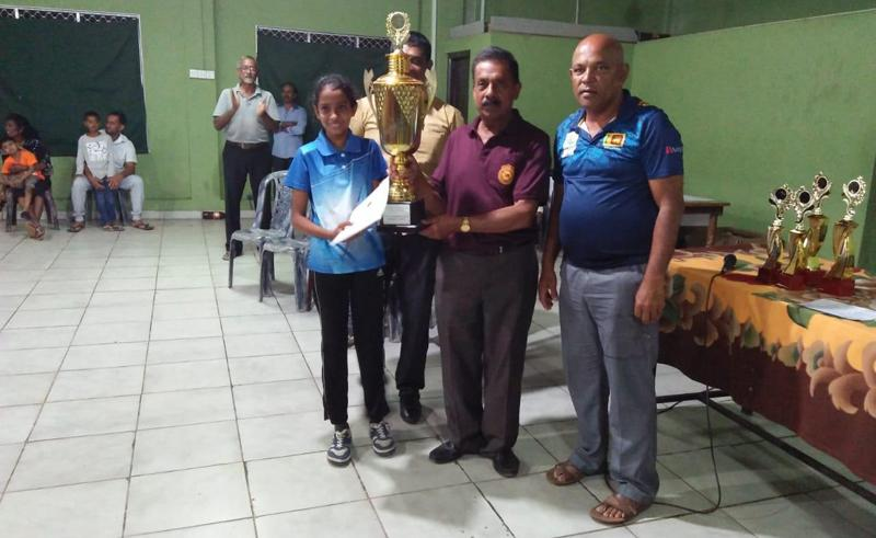 Upadya Chethani receiving the trophy from IK Kermaratne who was the chief guest