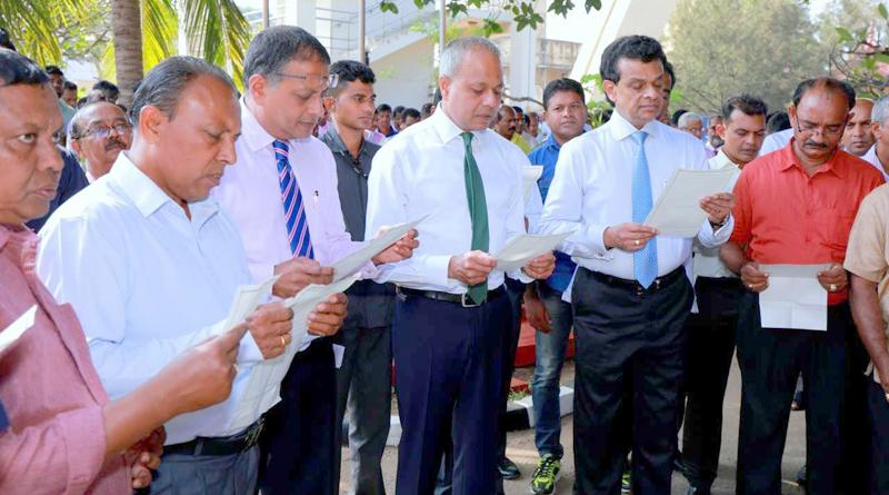 Ports, Shipping and Southern Development Minister Sagala Ratnayaka and Ministry Secretary Dr. Parakrama Dissanayake and employees read the Pledge of Public Service at the commencement of work for the new year.