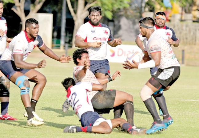 CH player Sajith Saranga collects a pass from his team mate Sudharshana Muthuthantri (Pic by Thilak Perera)