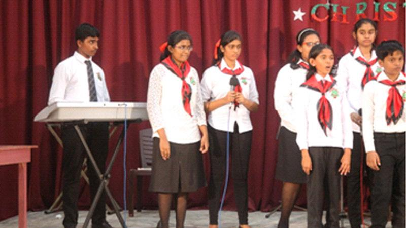 Swasthi Gobisankar – A cosmopolitan Jaffna girl (third from right)
