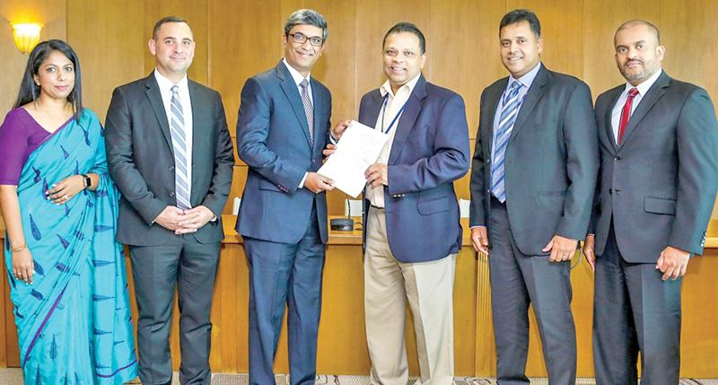 From left: CyberSource Director – Sri Lanka and the Maldives, Avanthi Colombage, Country Manager Anthony Watson, Manager for South Asia, T. R. Ramachandran, HNB Managing Director and CEO Jonathan Alles, HNB Deputy General Manager, Retail Banking, Sanjay Wijemanne and Head of Cards, HNB Roshantha Jayatunge.