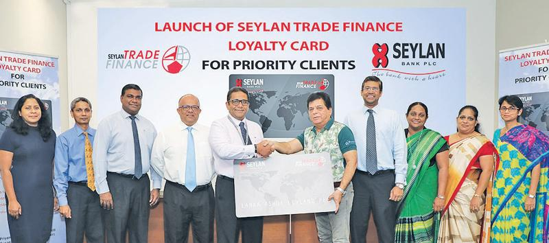 Seylan Bank PLC Director and CEO Kapila Ariyaratne and Lanka Ashok Leyland CEO Umesh Gautham exchange a replica of the Trade Loyalty Card, flanked by the senior management of Seylan Bank.