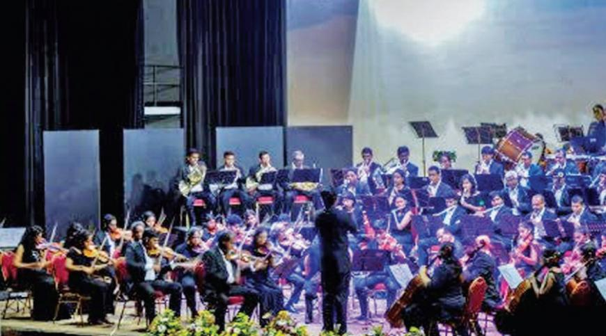 Srimal Weerasinghe conducts the Orchestra  Pic: RoarLK media