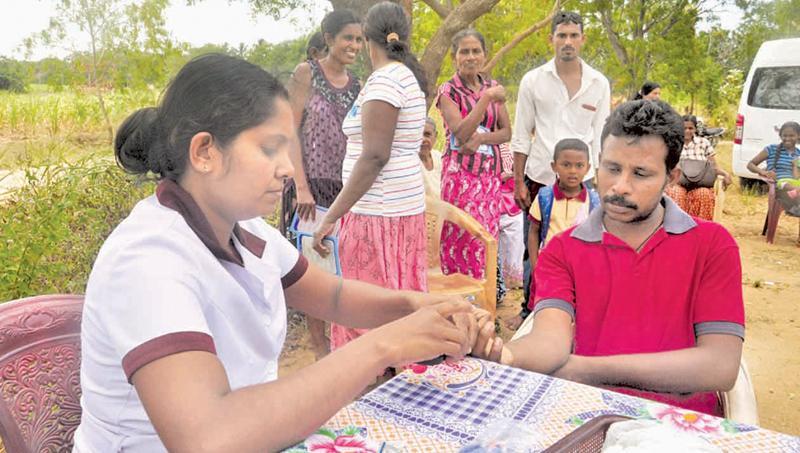 A CKDu mobile clinic in Moneragala. pix: lake house media library