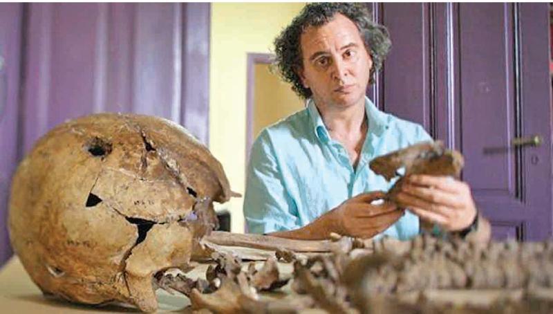 Dr. Luis Fondebrider