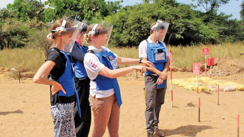 At the Muhamalai minefield in the North - Norwegian funding for demining will be channeled through the Halo Trust and the Mine Advisory Group.