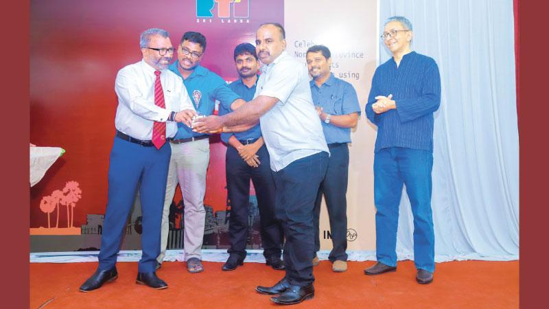A journalist receives an award from Northern Province Governor Dr. Suren Raghavan