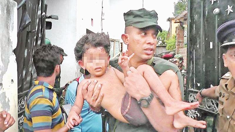 Major Sajith Sudusinghe rescues the child after the Sainthamaruthu attack