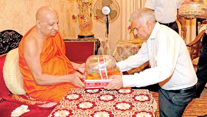 Prime Minister Ranil Wickremesinghe called on Most Ven.Thibbotuwawe Sri Siddhartha Sumangala Mahanayake Thera at the Malwatu Maha Vihara, Kandy.
