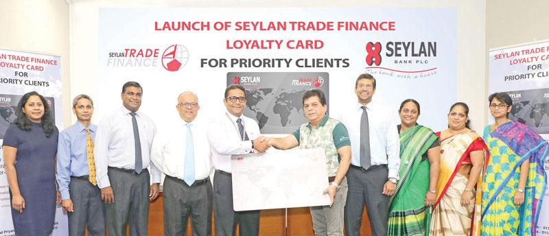 Seylan Bank PLC Director/CEO Kapila Ariyaratne exchanges the replica of the launch of Trade Loyalty Card with Lanka Ashok Leyland PLC – CEO Umesh Gautham, flanked by senior management and officers of Seylan Bank.