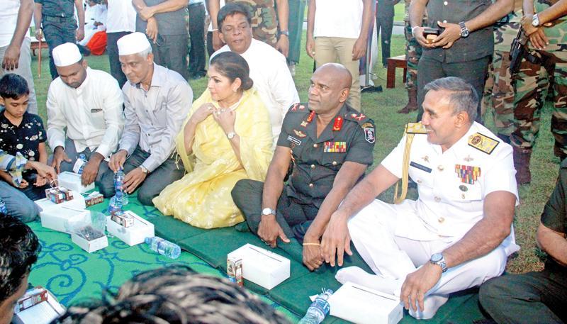 Colombo Mayor Rosy Senanayake with Army Commander Lt. Gen. Mahesh Senanayake and Navy Commander Vice Admiral Piyal de Silva. Pic: Chaminda Niroshana