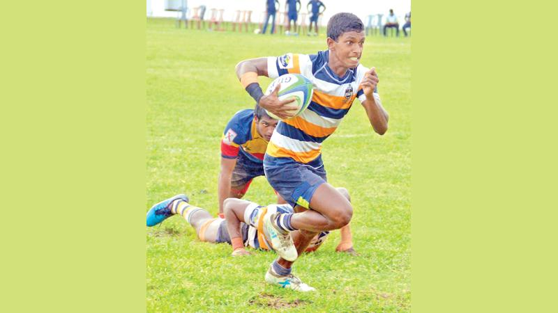 St. Peter's College winger Ishan Fernando heads for a try in their match against Trinity College at Bambalapitiya yesterday  (Picture by Saman Mendis)